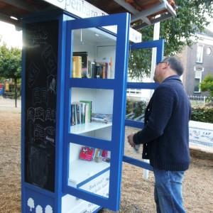 De boekenkast wordt goed gebruikt!