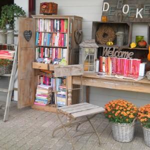 In de zomer met mooi weer, staat mijn kastje open, stoeltje erbij evt een kopje koffie!