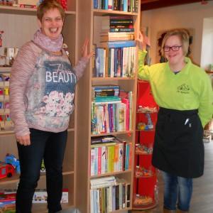 Deze minibieb staat in de winkel van Top Art in Eibergen